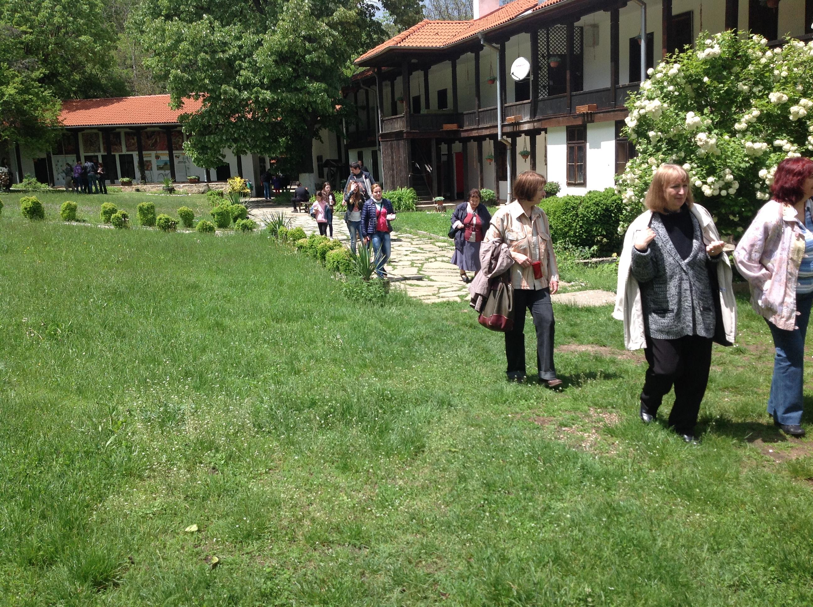Екскурзия до Гигинския и Земенския манастир по случай 74-ата годишнина от основаването на Института