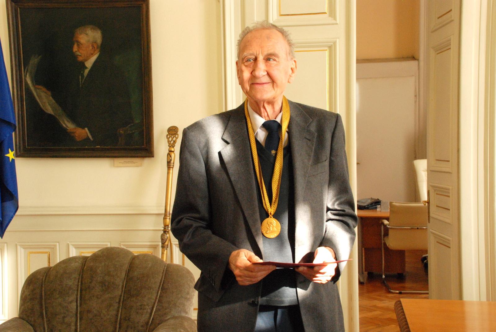 """Prof. Todor Boyadzhiev Awarded Honorary Sign """"Marin Drinov"""" with Ribbon"""